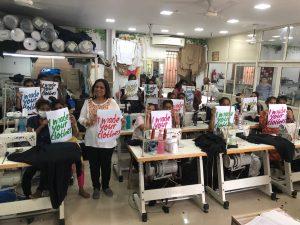 In der Nähwerkstatt in Mumbai werden hochwertige Textilien verarbeitet