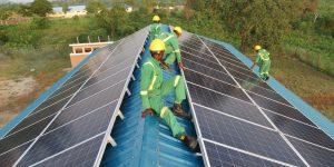 All in Trade, Uganda. Das Kyangwali Refugee Settlement ist jetzt mit Solarenergie ausgestattet, unabhängig vom öffentlichen Netz.