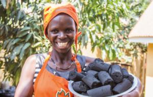 Green Bio Energy ist ein sozial orientiertes Unternehmen in Kampala (Uganda), das sich auf die Herstellung von recycelten Briketts fokussiert.