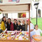 Das Team von AACQ mit der Managerin Claudia Eckstein auf dem Markt in Córdoba, Kolumbien.